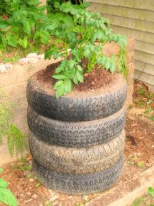Torre de patatas de neumáticos