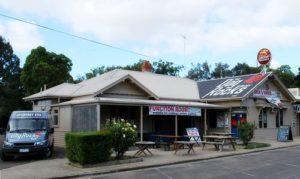 Dog Rocks Hotel, Australia, cerca del origen de la roca, foto de Mattinbgn